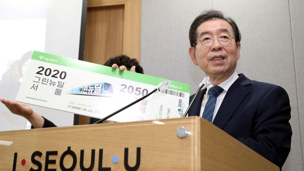 Park Won-soon, Seul Belediye Meclisi'ndeki bir etkinlikte konuşurken - Sputnik Türkiye
