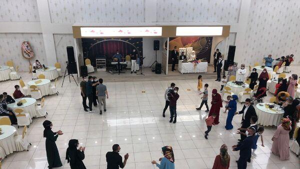 düğün - halay - halay çekmek - sosyal mesafe - maske - Sputnik Türkiye