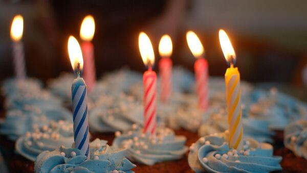Doğum günü-parti-mum-kek - Sputnik Türkiye