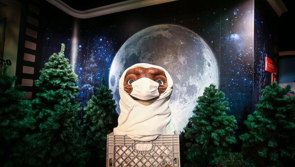 Madame Tussauds İstanbul'un balmumu figürleri, misafirlerini maskeli karşıladı - Sputnik Türkiye