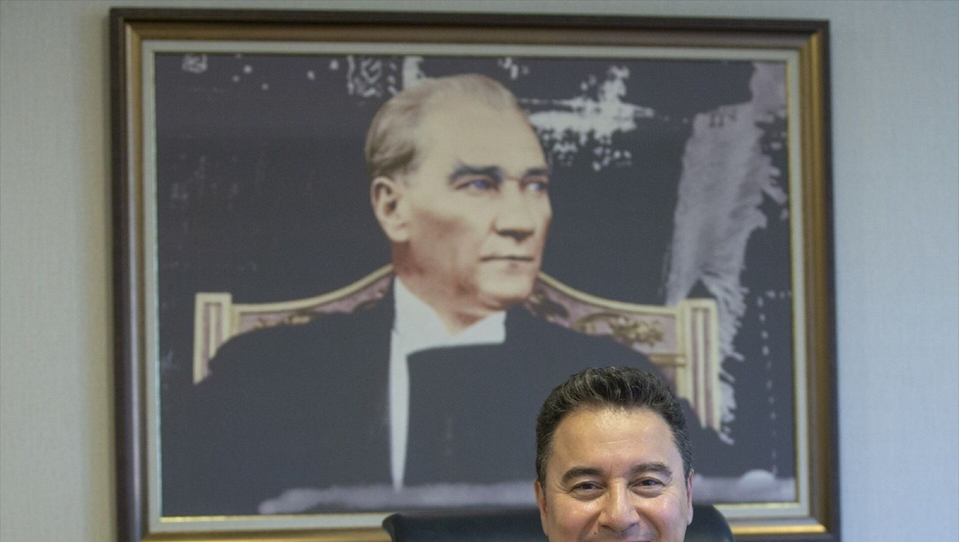 Demokrasi ve Atılım Partisi (DEVA) Genel Başkanı Ali Babacan, parti genel merkezinde gazetecilerle bir araya gelerek, gazetecilerin sorularını yanıtladı. - Sputnik Türkiye, 1920, 04.04.2021