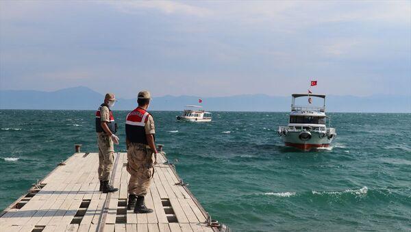 Van Gölü'nde teknenin batması sonucu kaybolan 3 kişinin daha cesedi bulundu - Sputnik Türkiye