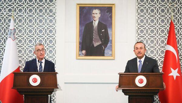 Dışişleri Bakanı Mevlüt Çavuşoğlu- Malta Dışişleri ve Avrupa İşleri Bakanı Evarist Bartolo - Sputnik Türkiye