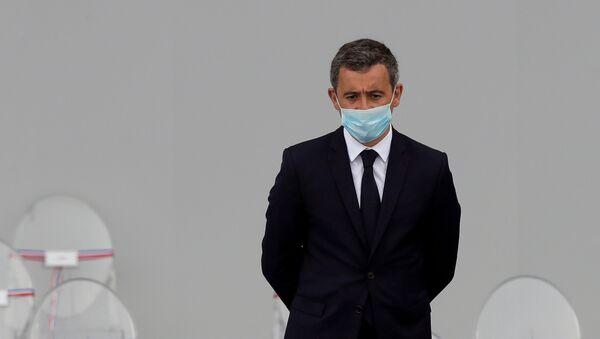 Tecavüzle suçlanan Fransa İçişleri Bakanı Gerald Darmanin, başkent Paris'teki Bastille Günü töreninde tek başına kalmış halde  - Sputnik Türkiye