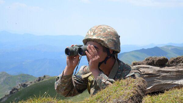 Ermenistan-Azerbaycan sınırı-Ermeni askeri - Sputnik Türkiye