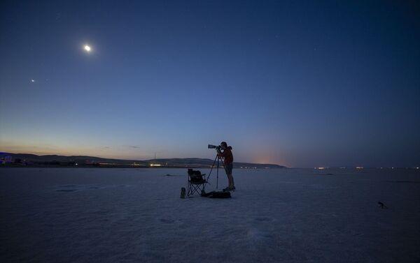 Neowise, çeyrek asır içerisinde Kuzey Yarım Küre'de gözlemlenen en parlak kuyruklu yıldız. - Sputnik Türkiye
