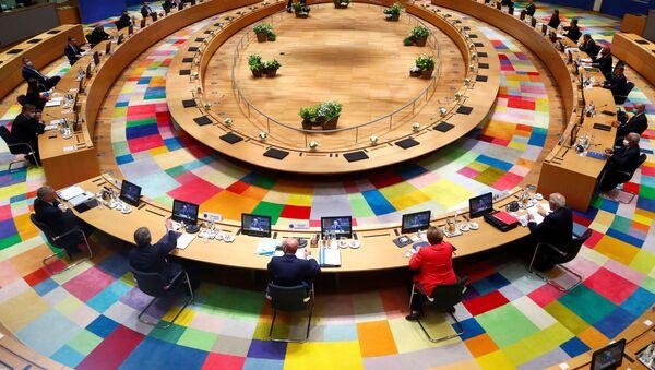 AB liderleri, koronavirüs salgınının ekonomik sonuçlarına karşı hazırlanan kurtarma fonunu ve gelecekteki bütçeyi müzakere etmek üzere bir araya geldi. - Sputnik Türkiye