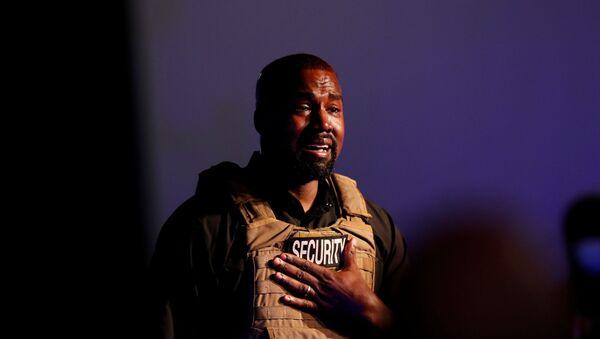 ABD'de kasım ayında gerçekleştirilecek başkanlık yarışına giren Kanye West, ilk mitingini dün Güney Carolina eyaletinin North Charleston kentinde, bağımsız adaylara tanınan sürenin dolmasından bir gün önce düzenledi. - Sputnik Türkiye