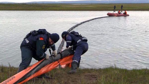 Rusya Norilsk'te TETs-3 termik santralindeki dizel tankından 21 bin ton dizel yakıt döküldü, civardaki bir nehre sızdı ve Krasnoyarsk bölgesinde federal düzeyde olağanüstü hal ilan edildi - Sputnik Türkiye