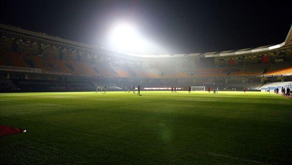 İstanbul Başakşehir Futbol Kulübü, Süper Lig'in 33. haftasında Hes Kablo Kayserispor ile yapılan maçta yaşanan elektrik kesintisi - Sputnik Türkiye