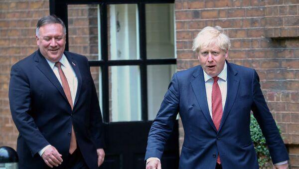 Mike Pompeo ile Boris Johnson, Downing Sokağı 10 Numara'da görüşürken - Sputnik Türkiye