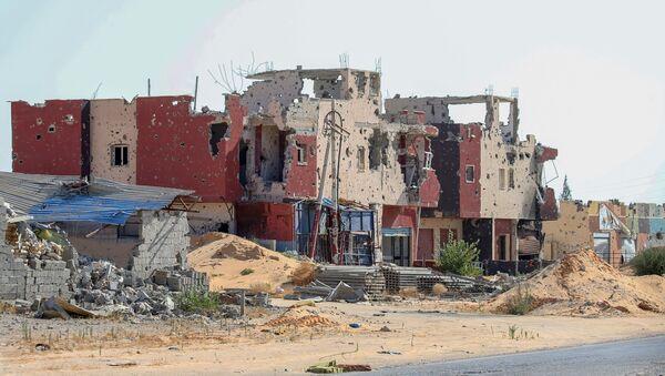 Libya'da çatışmalardan zarar görmüş bir bina - Sputnik Türkiye