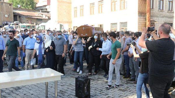 Pınar Gültekin'in tabutunu kadınlar taşıdı - Sputnik Türkiye