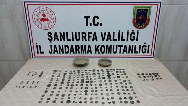 Şanlıurfa'da 204 sikke, 17 yüzük, 2 tas, bilezik ve haç ele geçirildi - Sputnik Türkiye