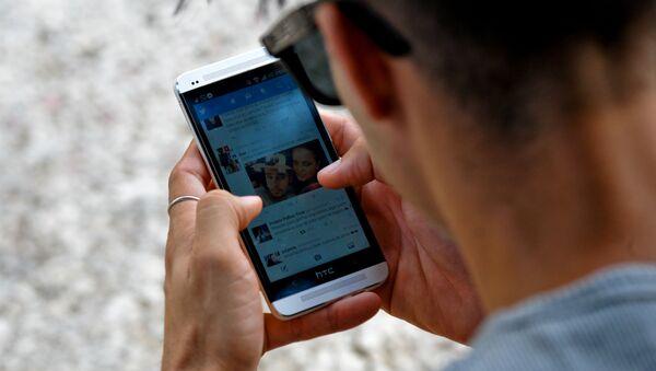 Cep telefonu-Twitter-sosyal medya - Sputnik Türkiye