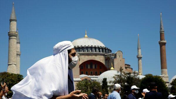 Ayasofya, cuma namazıyla birlikte ibadete açıldı - Sputnik Türkiye