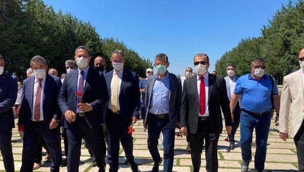 CHP'li Özgür Özel, Lozan'ın yıldönümünde Anıtkabir'e girmek isteyen sivil toplum kuruluşlarına desteğe geldi - Sputnik Türkiye