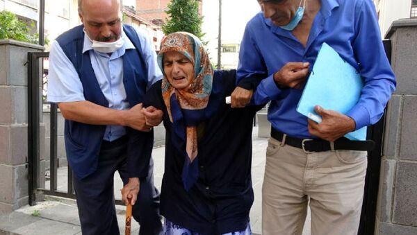 87 yaşındaki annesini dövüp sokağa attı - Sputnik Türkiye