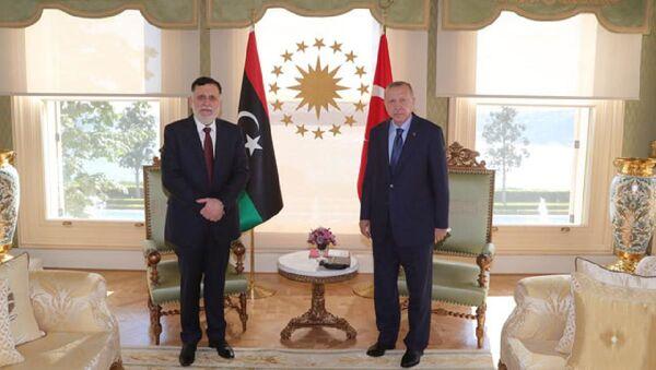 Cumhurbaşkanı Recep Tayyip Erdoğan, Libya Ulusal Mutabakat Hükümeti Başbakanı Feyyaz Serrac'ı kabul etti. - Sputnik Türkiye