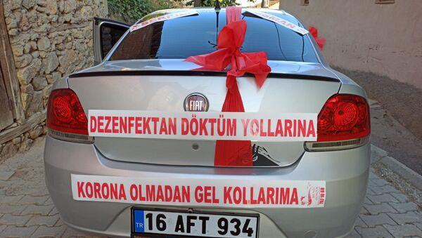 Bursa'da gelin arabasına 'Dezenfektan döktüm yollarına korona olmadan gel kollarıma' yazıldı. - Sputnik Türkiye