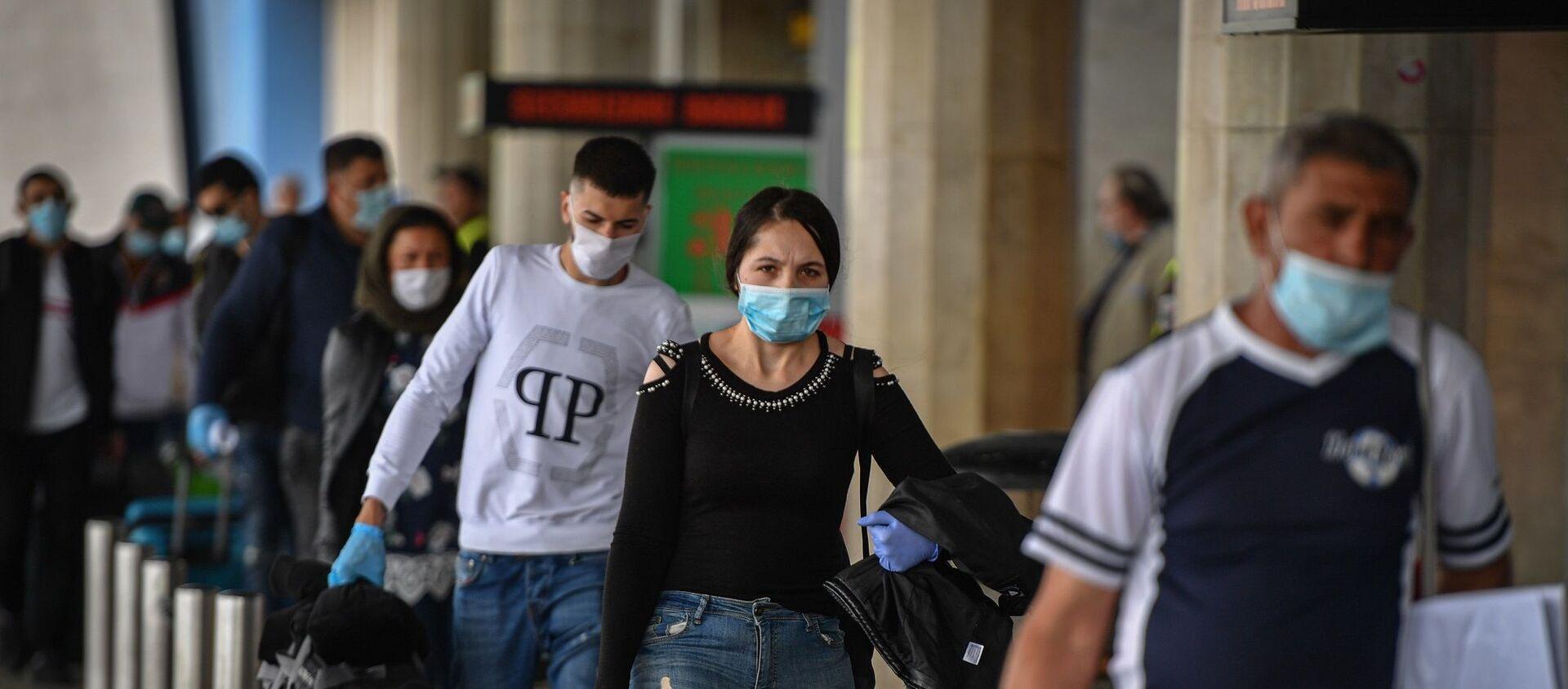 Romanya - Bükreş - havalimanı - maske - koronavirüs - Sputnik Türkiye, 1920, 02.02.2021