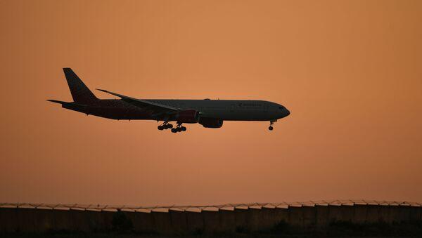 Uçak, Simferopol Uluslararası Havalimanı - Sputnik Türkiye