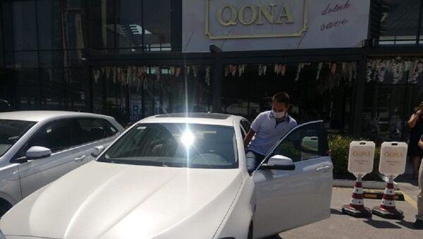 Öğretmen, öğrencisine verdiği sözü tuttu: YKS'de birinci olan öğrencisine otomobilini hediye etti - Sputnik Türkiye
