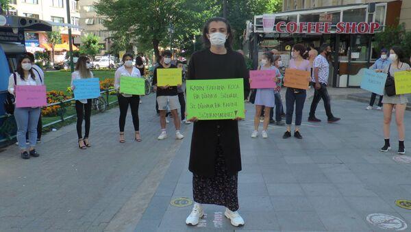 Kadına şiddete farkındalık oluşturmak için etek giydi - Sputnik Türkiye