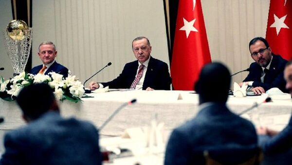 Cumhurbaşkanı Erdoğan, Medipol Başakşehir Futbol Kulubü heyetini kabul etti - Sputnik Türkiye