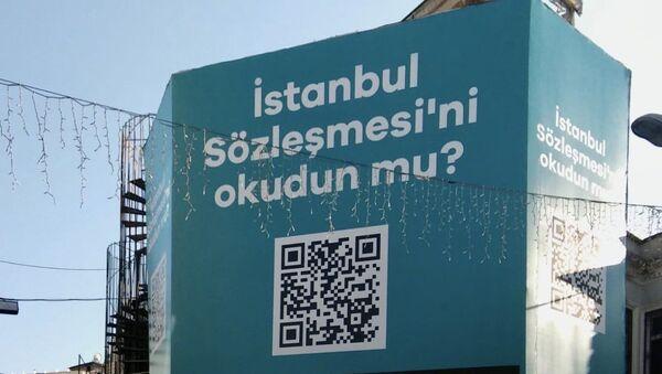 Beşiktaş Belediyesi İstanbul Sözleşmesi bilboard - Sputnik Türkiye