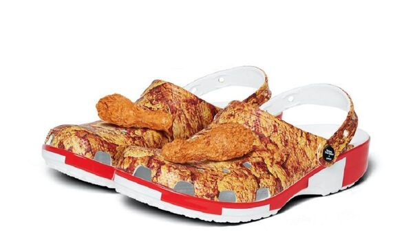 KFC ve Crocs işbirliğiyle üretilen tavuk kokulu terlikler   - Sputnik Türkiye