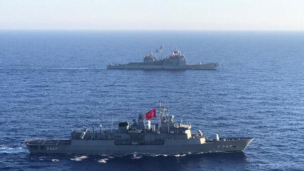 Akdeniz'de Türk ve ABD gemilerinden deniz eğitimi - Sputnik Türkiye
