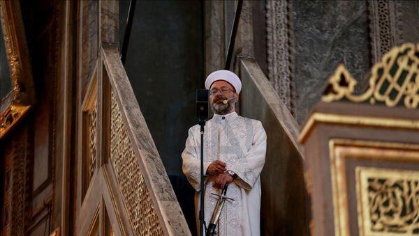 Erbaş, Ayasofya'da 24 Temmuz'da kılınan cuma namazında kılıç geleneğini sürdüreceklerini söylemişti. - Sputnik Türkiye