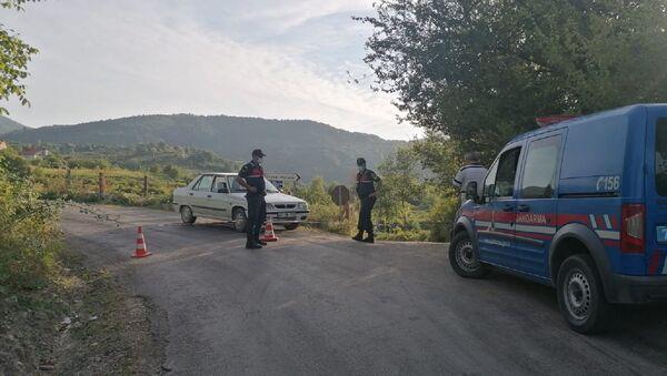 Karabük'ün Yenice ilçesinde birden fazla koronavirüs vakası tespit edilen 578 nüfuslu Yamaç köyü, karantina altına alındı. - Sputnik Türkiye