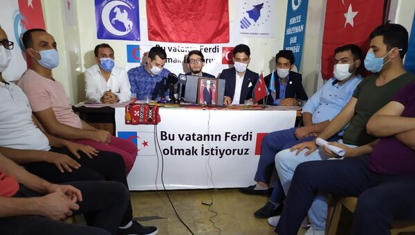 Dışişleri Bakanı Mevlüt Çavuşoğlu'nun, Lübnan'da Türkmenlere yönelik yaptığı vatandaşlık açıklamasının ardından Gaziantep'te bulunan Suriyeli Türkmen dernekleri bir basın açıklaması yaparak, vatandaşlık talebinde bulundu. - Sputnik Türkiye