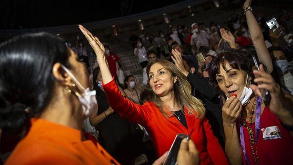 CHP Kadın Kolları Başkanı seçilen CHP Parti Meclisi üyesi Aylin Nazlıaka - Sputnik Türkiye