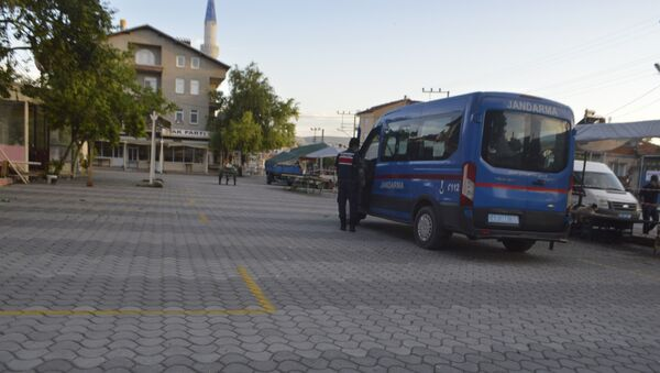Kütahya'nın Tavşanlı ilçesine bağlı Tepecik Beldesi ve Beyköy Mahallesi'nde koronavirüs (Kovid-19) salgınındaki ciddi artış yaşanması üzerine nikah, sünnet, nişan, düğün gibi toplu organizasyonların 24 Ağustos tarihine kadar yasaklandığı açıklandı. - Sputnik Türkiye
