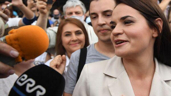 Belarus'taki seçimlerin ardından ülkeyi terk ederek Litvanya'ya giden muhalif aday Svetlana Tihanovskaya - Sputnik Türkiye