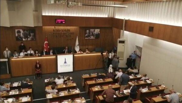 İzmir Büyükşehir Meclisi'nde AK Parti Grubu salonu terk etti - Sputnik Türkiye