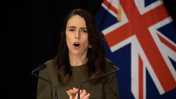 Yeni Zelanda Başbakanı Jacinda Ardern, 19 Eylül'de yapılması planlanan genel seçimlerin yeni tip koronavirüs (Kovid-19) salgını nedeniyle 17 Ekim'e ertelendiğini açıkladı. - Sputnik Türkiye