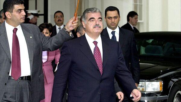 14 Şubat 2005'te Beyrut'ta konvoyuna bomba yüklü bir kamyonla düzenlenen saldırı sonucu hayatını kaybeden Başbakan Refik Hariri  - Sputnik Türkiye