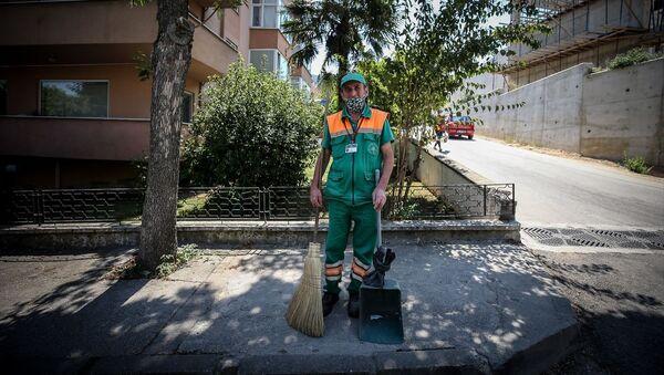 Bursa'da temizlik görevlisi bulduğu 110 bin lirayı polise teslim etti - Sputnik Türkiye