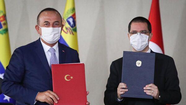 Dışişleri Bakanı Mevlüt Çavuşoğlu ile Venezüellalı mevkidaşı Jorge Arreaza - Sputnik Türkiye