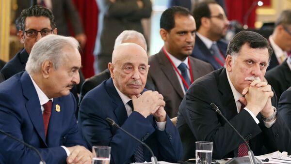 Halife Hafter- Temsilciler Meclisi Başkanı Akile Salih- Ulusal Mutabakat Hükümeti Başbakanı Fayiz es-Serrac - Sputnik Türkiye