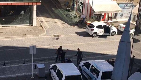 Samsun'da belediye önündeki silahlı saldırıda bir kişi öldü, belediye meclis üyesi yaralandı - Sputnik Türkiye