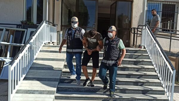 Aydın'ın Nazilli ilçesinde polisten kaçan hırsız, saklandığı camide yakalandı. - Sputnik Türkiye