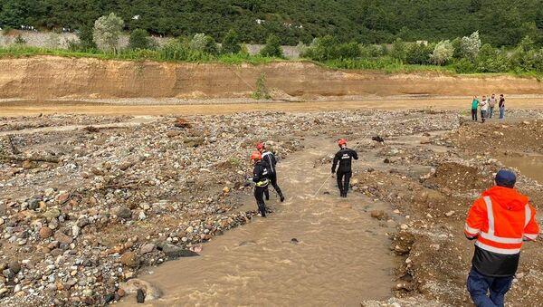 Sahil Güvenlik Komutanlığı,Giresun'daki sel felaketi sonrası mahsur kalan 14 vatandaşın bulundukları bölgeden tahliye edildiğini bildirdi. - Sputnik Türkiye