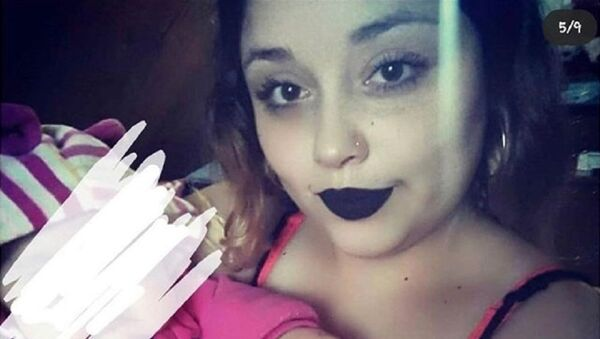 Sosyal medyada bebeğiyle uygunsuz paylaşım yapan kadın - Sputnik Türkiye