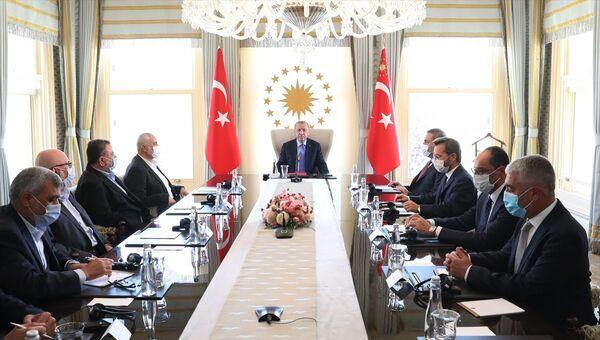 AK Parti Genel Başkanı ve Cumhurbaşkanı Recep Tayyip Erdoğan'ın 22 Ağustos 2020'de İstanbul'da Hamas Siyasi Büro Başkanı İsmail Haniye ve beraberindeki heyetle görüşmesin - Sputnik Türkiye