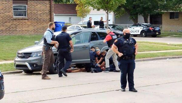ABD'de polisin arkadan ateş ettiği siyah Jacob Blake  - Sputnik Türkiye